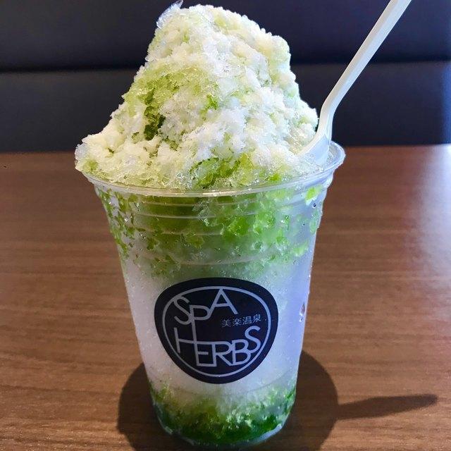 Live Kitchen 美楽亭 - 抹茶かき氷+練乳。 税抜430円。 美味し。