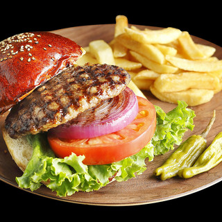 ランチ限定のハンバーガー.マンデー1000円ステーキも大好評