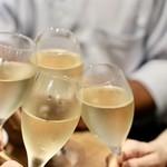餃子とスパークリング バブルス - シャンパーニュで乾杯〜♪