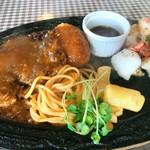 ステーキハウス・ドルフィン - ハンバーグ&シーフードバター焼ランチ(980円)