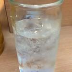 つうつう - グラスがワンカップの空き瓶