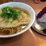 つうつう - えきそば天ぷら320円おにぎりシソ1個90円