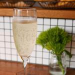 KOST - スパークリングワイン1000円