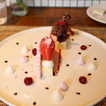 KOST - 皿盛りデセール!アメリカンチェリーのヴァシュラン メレンゲキルシュのパルフェ