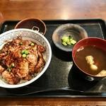 いいやま食事処 あたご亭 - 料理写真:飯山豚丼