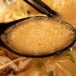 ラーメン海鳴 - 濃厚だが飲み干しやすいスープ