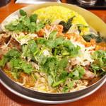 ダルシムカリー - ヤサイカリー(750円)+豚バラ増し(200円)+パクチー(60円)+チーズ(60円)