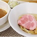 和 - 料理写真:つけ麺+女盛 800+50円 スタンダードに、真っ直ぐに美味しいつけ麺です。