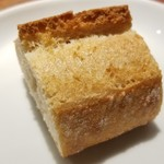 ヒロト - フランスから輸入されたパン生地をオーブンで焼き上げて提供