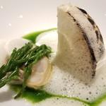 ヒロト - ⑥フルーツ蕪と蛤(三重県桑名産)にアスパラの芽を添えて       フルーツ蕪は蒸してから焼き、焦げ目を付けてあり甘さが際立っています       そして蛤は安定した美味しさ♪       泡立てられた蛤出汁のソースも好きです