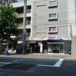 89574365 - 隣が新聞屋さん