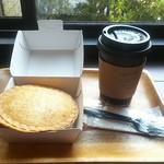 バイロンベイ コーヒー - アップルパイ&フラットホワイト