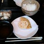 てんぷりや - ごはんはお父さん茶碗にたっぷり おいしいお米です