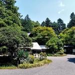 小代 行川庵 - 緑に囲まれています