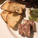 ジビエ&ワイン ブラッスリー山梨 - 鹿肉のパテドカンパーニュ