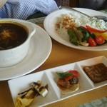 欧風田舎食堂 キッチンボノボノ - 料理写真:ランチセットの前菜3種とカレー
