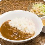 やっぱりステーキ - 牛すじカレー 牛スジをトロトロに煮込んだ絶品カレー  サラダ、スープ付きです