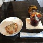 cafe ふたりのねこ - MARGHERITA(マルゲリータ)とアイスコーヒー。 合計で税込918円。 美味し。