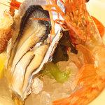 ぼたん海老と牡蠣などの前菜。