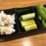 ぢどり屋 - 「冷菜3品盛り合わせ」380円也+税。カウンター限定。
