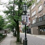 89592080 - 隅田川沿いの助六夢通り。こちらは人通りも少なく、あまり観光客もいません。