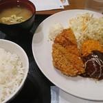 東京厨房 - Wチキン&カニコロ定食