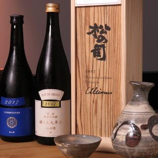 日本酒は常時30種以上取り揃え、お好みの物が見つかります。