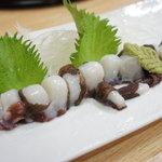 江戸前 松栄寿司 - たこ刺し♪吸盤がお皿に吸い付いてくっついちゃうくらいの新鮮さ!