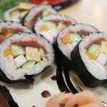 江戸前 松栄寿司 - 上太巻き☆海老、卵、とびっこ、イカ、キュウリ、カンピョウ、などなど。懐かしい味の太巻きです♪