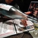 89603025 - [ドリンク] 会津 中将 (夏限定 吟醸酒) をグラスに注ぐ♪w ①