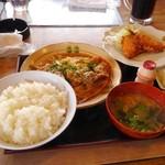 <民宿>しをみ食堂 - サービスメニュー かつ煮定食アジフライ付き750円