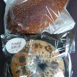 手作りのお店 いちばん星 - 料理写真:エビカレーとゴマベーグル(各¥140)