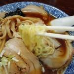 ○決 - 麺は細めの縮れ麺