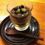 8961460 - デザートのみつ豆は、濃厚な黒蜜の風味に、爽やかなブルーベリーとキウィがよくあって、和と洋の融合。