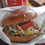 町田バーネット牧場 - まんぷくバーガー(角煮プラス)650円、焼肉&ステーキもあり