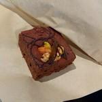 サタデイズ チョコレート ファクトリー カフェ - ブラウニー(バンカン&ナッツ)