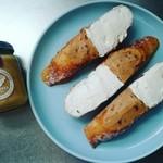 89616506 - トランスパレンテさんのバケットを使ってクリームチーズとラムレーズンミルクジャムの2層自家製オープンサンド♡