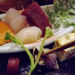 8962273 - お造り3種、鮭の塩焼き、ジャガイモの葉の天ぷら