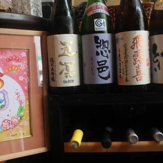 プレミアム日本酒から個性的な地酒。厳選の白・赤ワインも豊富