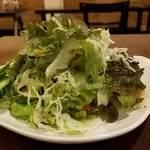 アンリーヴル - 横からグリーンサラダ