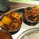ミナミ キッチン - ジャガイモカリフラワーと豆のカレー、オクラとナスのカレー