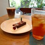 まちのシューレ 963 カフェ - 木苺のチョコレートケーキ、和紅茶、カフェラテ