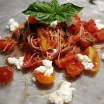 PIZZERIA Napoli  - 自家栽培二色のトマトとリコッタチーズの冷製カッペリーニ