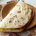レストラン Ari - サラミ・キャベツチーズのピアディーナ