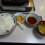 赤のれん - バラ焼き定食 900円(肉以外)