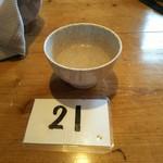 剣山頂上ヒュッテ - セルフのお水と番号札