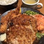 洋食の店 もなみ - 神戸牛ハンバーグとエビフライ。1004円は安すぎる