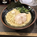 壱角家 - 家系ラーメン(醤油・普通)