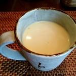 89640018 - 薩摩芋のスープ、奥にセットサラダ