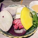 活鮮市場 - ナンだか山盛りな…「お通し」350円也。